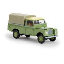 Land Rover 109 mit Plane, resedagrün von Starmada