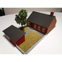 Byhus med rød tegl med baghus og have