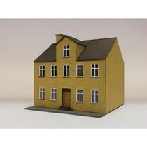 Byhus med kvist. 2 etager. Gule mursten