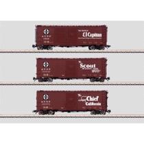 """Box Car mit einfacher Schiebetür (Single Door) Typ XM der Atchison, Topeka & Santa Fe Railway (AT & SF). Ausführung mit Werbeslogans und Streckenkarte (""""Map"""")."""