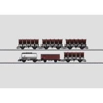 6 Güterwagen unterschiedlicher Bauarten der Deutschen Bundesbahn (DB). 2 Muldenkippwagen F-v-51 (später Ommi 51) mit Handbremse und Bremserstand. 2 Muldenkippwagen F-z-51 (später Ommi 51) ohne Handbremse und ohne Bremserstand. 1 gedeckter Güterwagen G 10,