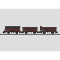 3 gedeckte Güterwagen der Französischen Staatsbahnen (SNCF). Ältere deutsche Bauarten G 10 mit und ohne Bremserhaus und Gr 20.