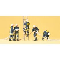 Feuerwehrmänner in moderner E