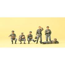 Hvilende infanterister. DR 1939-45